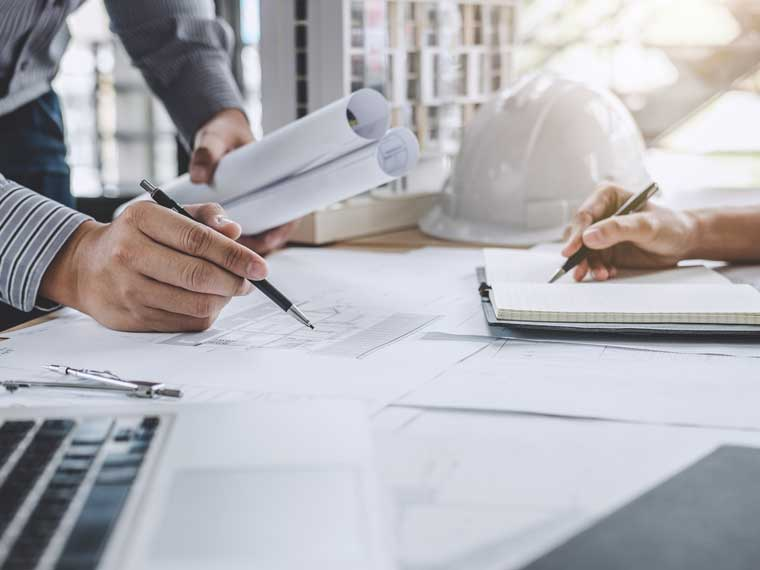 Bauarbeiten mit Bauwerk